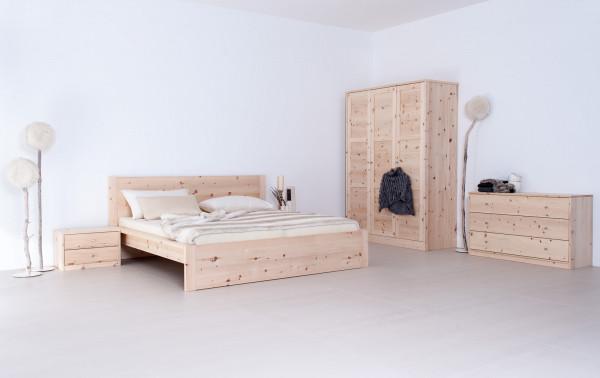 Schlafzimmer komplett aus massivem Zirbenholz